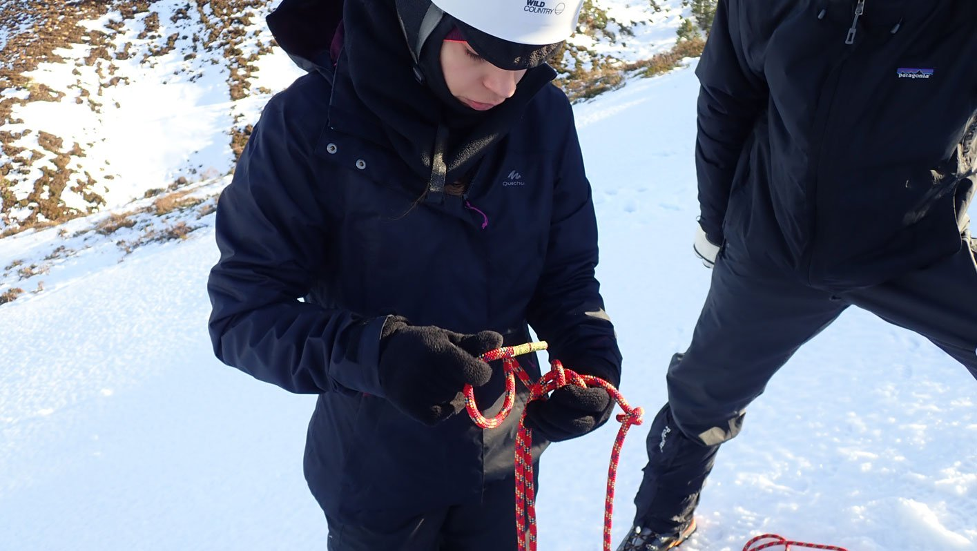 Winter mountaineering course ropework